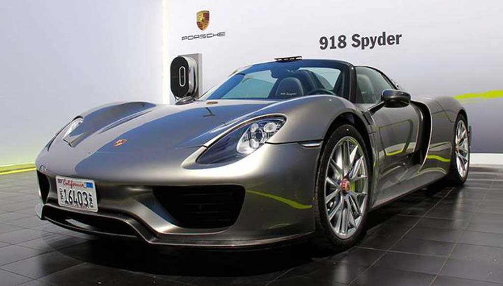 more photos of production 918 spyder from pebble beach. Black Bedroom Furniture Sets. Home Design Ideas