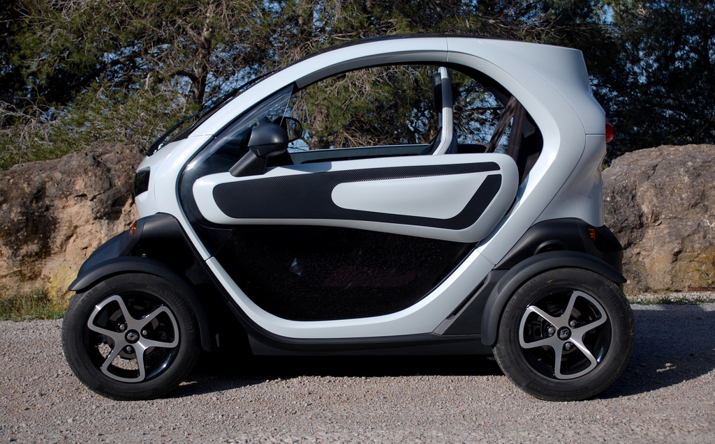 renault twizy electric minicar on ebay what you need to know. Black Bedroom Furniture Sets. Home Design Ideas