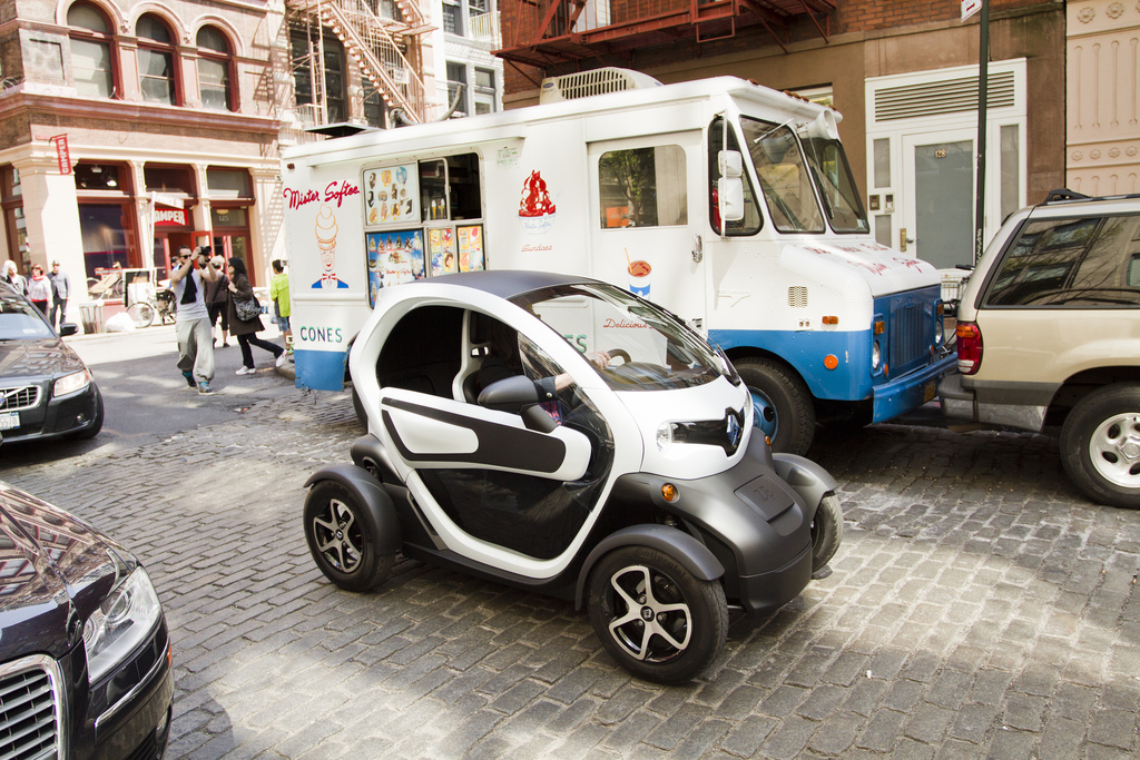 renault to return to n america with twizy low speed electric car. Black Bedroom Furniture Sets. Home Design Ideas