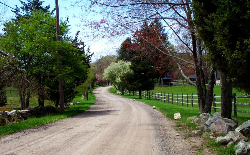 Scenic Lincoln Road in Massachusetts