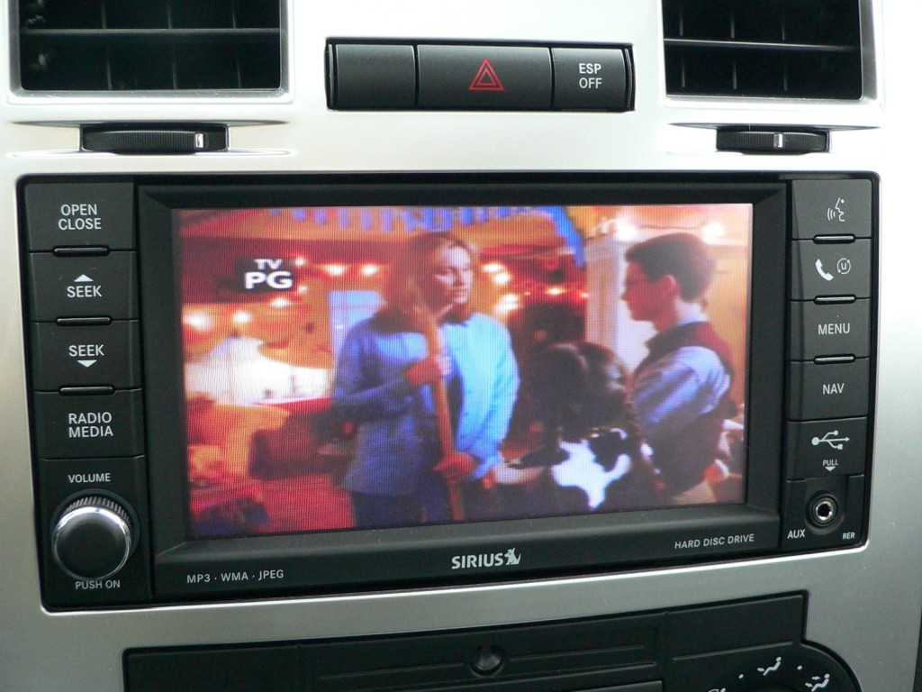 Sirius Backseat TV in Chrysler 300C SRT8
