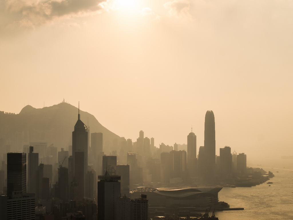 Smog in Hong Kong [Image by Flickr user inkelv1122]