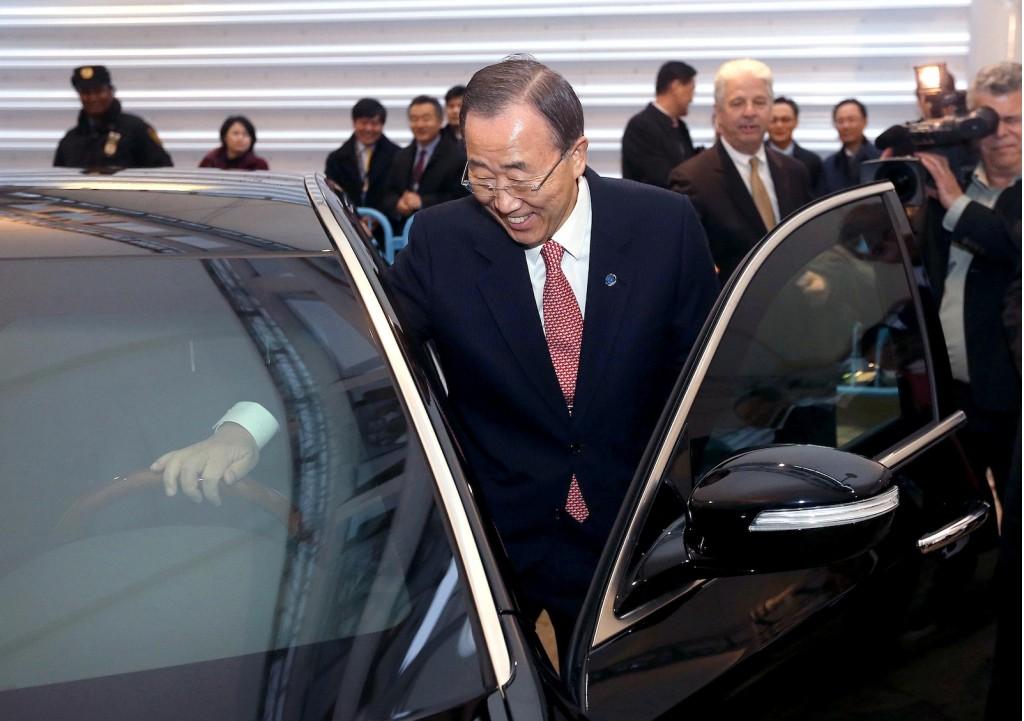 UN Secretary General Ban Ki-moon checks out his armored Hyundai Equus - image: Hyundai