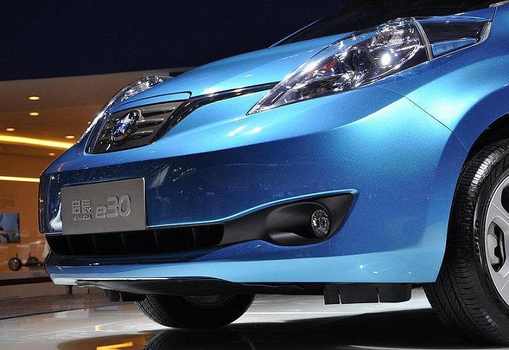 Venucia E30 (Chinese version of Nissan Leaf electric car), Guangzhou Auto Show [photo: ChinaAutoWeb]