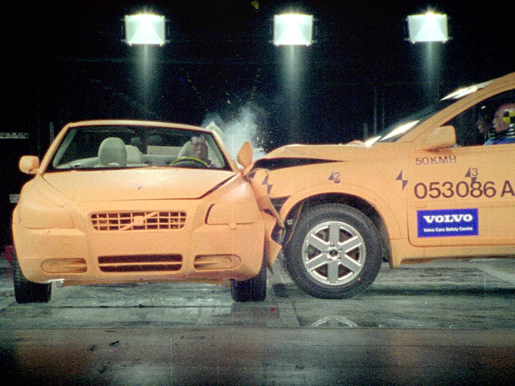Volvo C70 Crash Test