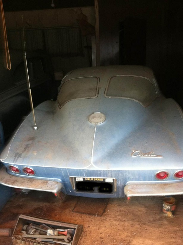 1963 split-window Corvette barn find. Image via Corvette Forum user Bruce at Billet.