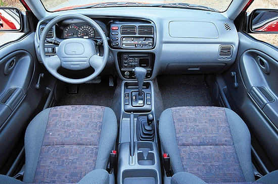 2000 Chevrolet Tracker  interior