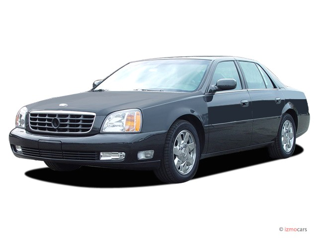 2005 Cadillac DeVille 4-door Sedan DTS Angular Front Exterior View