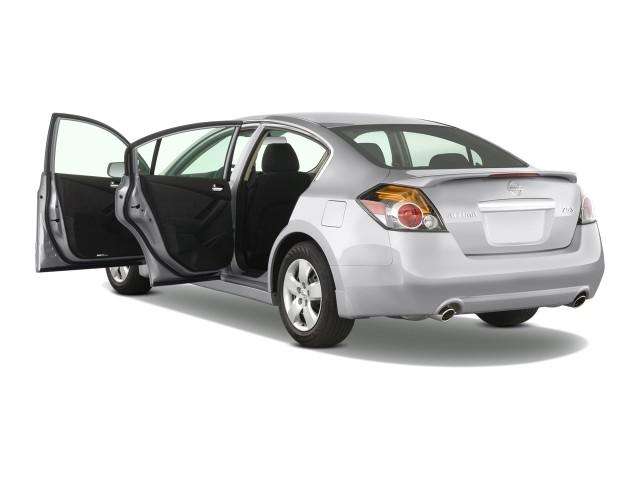 2009 Nissan Altima 4-door Sedan I4 CVT S Open Doors