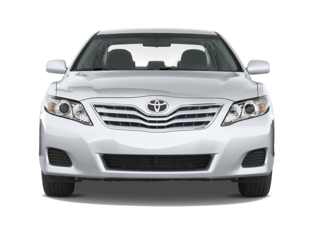2010 Toyota Camry 4-door Sedan I4 Auto LE (Natl) Front Exterior View
