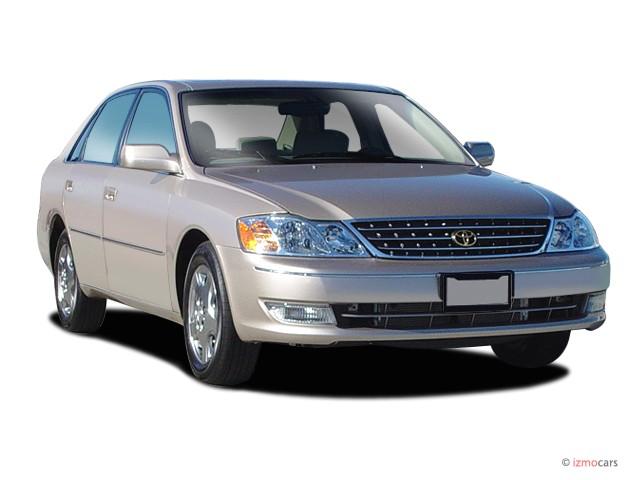 2003 Toyota Avalon 4-door Sedan XLS w/Bucket Seats (Natl) Angular Front Exterior View