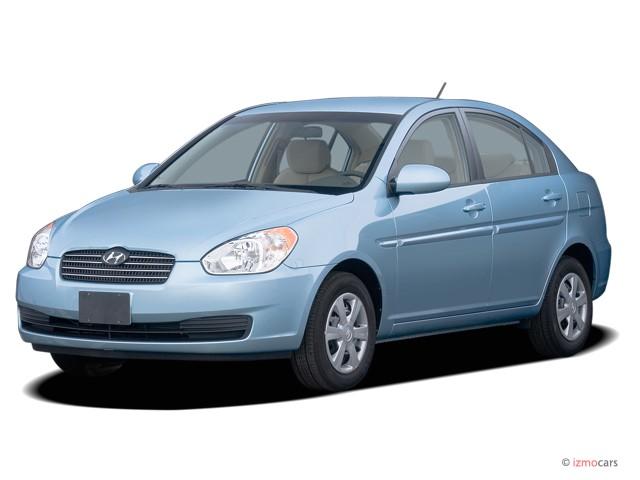 2006 Hyundai Accent 4-door Sedan GLS Auto Angular Front Exterior View