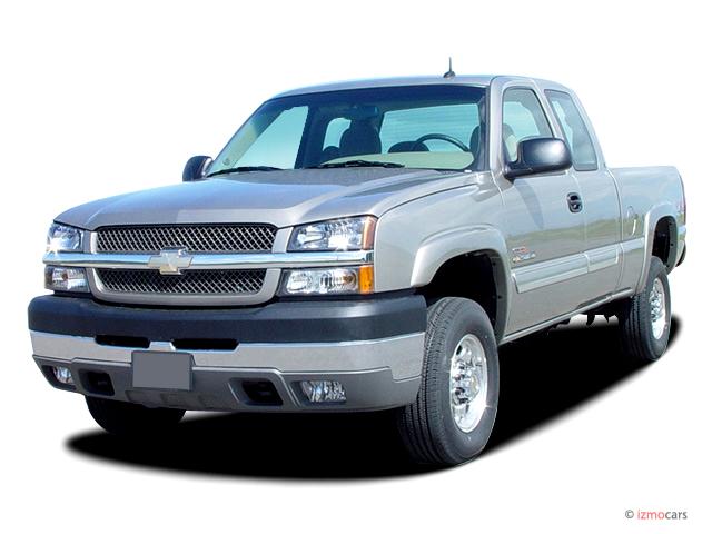 "2004 Chevrolet Silverado 2500HD Ext Cab 143.5"" WB 4WD LS Angular Front Exterior View"