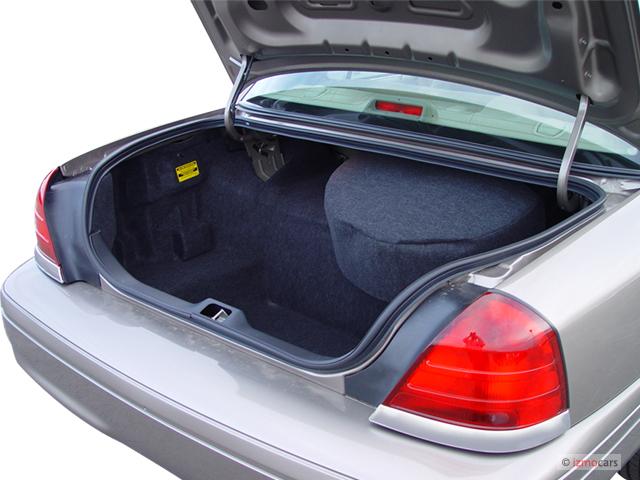 image 2004 ford crown victoria 4 door sedan standard. Black Bedroom Furniture Sets. Home Design Ideas