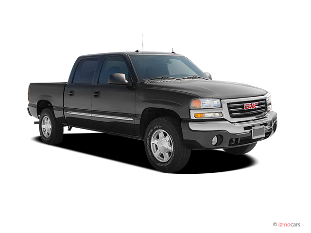 "2004 GMC Sierra 1500 Crew Cab Crew Cab 143.5"" WB 4WD SLT Angular Front Exterior View"