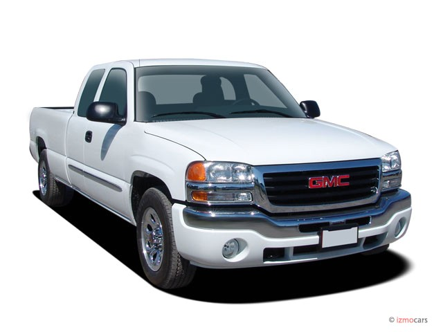 """2005 GMC Sierra 1500 Ext Cab 157.5"""" WB 4WD Angular Front Exterior View"""