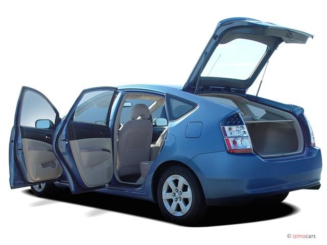 Open Doors - 2004 Toyota Prius 5dr HB (Natl)