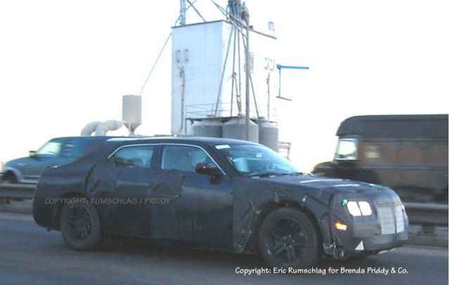 2004 Chrysler LX spy shot