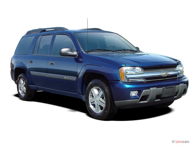 2005 Chevrolet TrailBlazer 4-door 4WD EXT LS Angular Front Exterior View