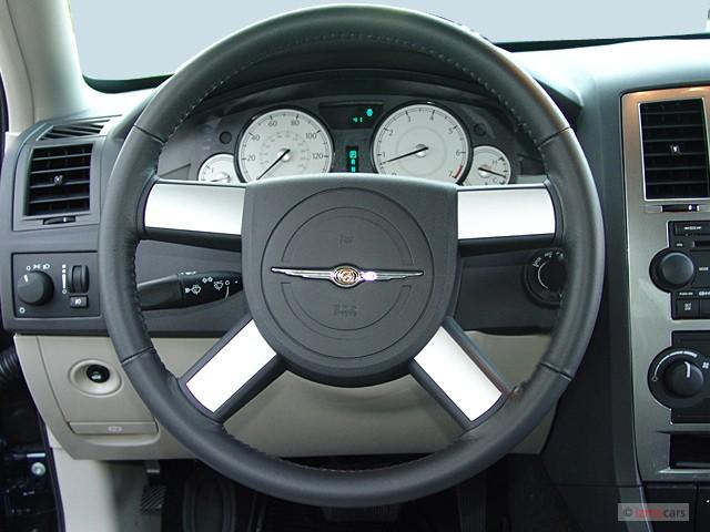 image 2005 chrysler 300 series 4 door sedan 300 touring ltd avail steering wheel size 640 x. Black Bedroom Furniture Sets. Home Design Ideas