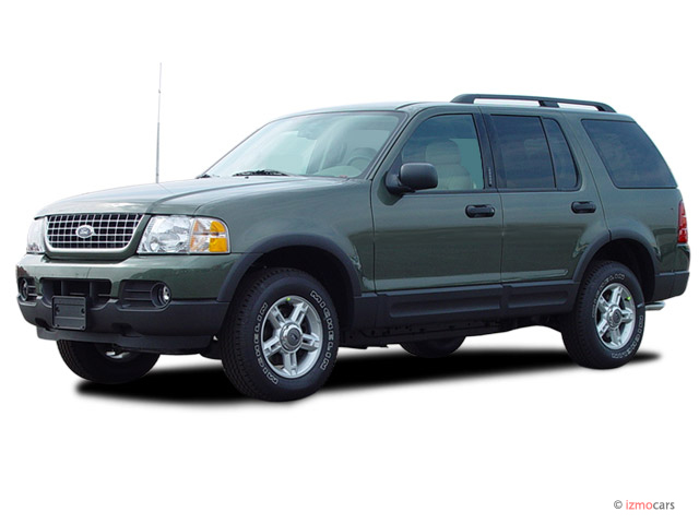 """2005 Ford Explorer 4-door 114"""" WB 4.0L XLT Angular Front Exterior View"""