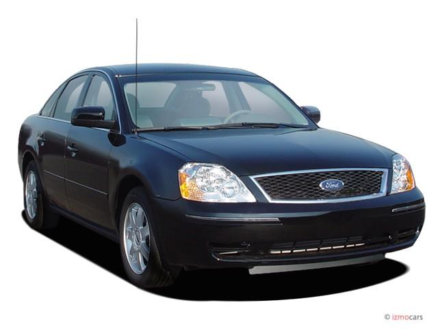 2005 Ford Five Hundred 4-door Sedan SE Angular Front Exterior View