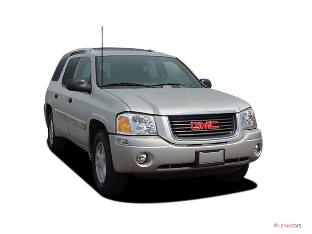 2005 GMC Envoy XUV 4-door 2WD SLE Angular Front Exterior View