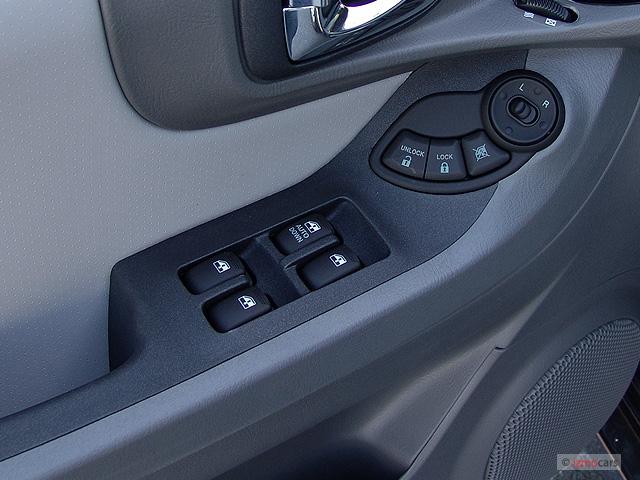 2005 Hyundai Santa Fe 4-door LX 4WD 3.5L Auto Door Controls