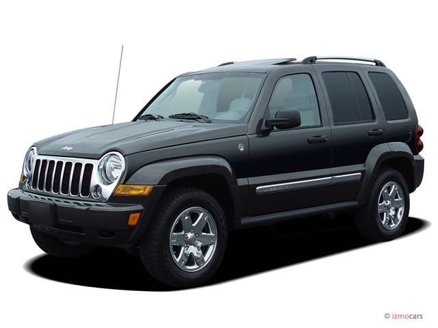 2005 Jeep Liberty 4-door Limited 4WD Angular Front Exterior View