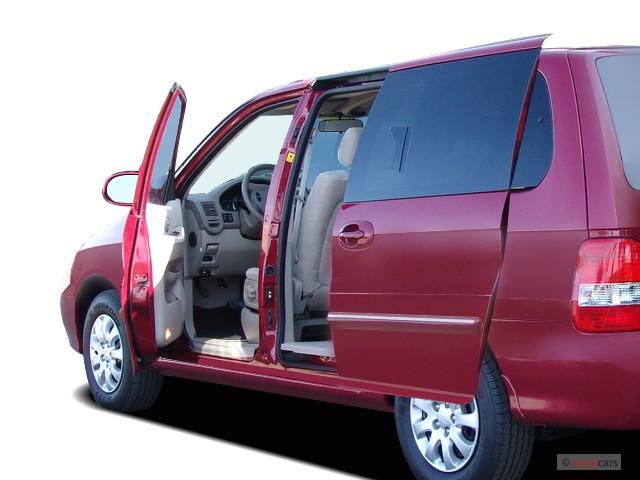 2005 Kia Sedona 4-door Auto LX Open Doors