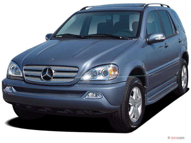 2005 Mercedes-Benz M Class 4-door 4WD 3.7L Angular Front Exterior View