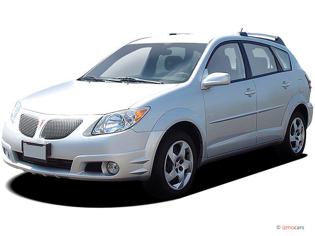 2005 Pontiac Vibe 4-door HB Angular Front Exterior View
