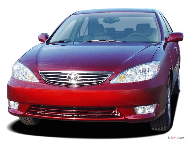 2005 Toyota Camry 4-door Sedan XLE Auto (Natl) Angular Front Exterior View