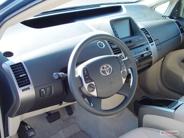 Dashboard - 2005 Toyota Prius 5dr HB (Natl)