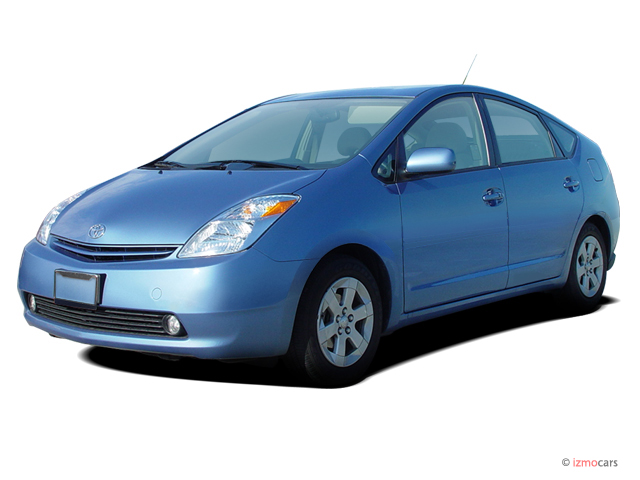 Angular Front Exterior View - 2005 Toyota Prius 5dr HB (Natl)