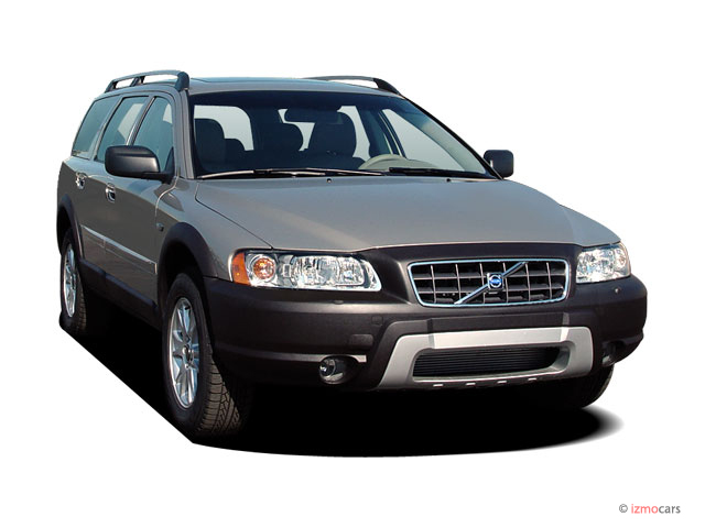 2005 Volvo XC70 2.5L Turbo AWD Angular Front Exterior View