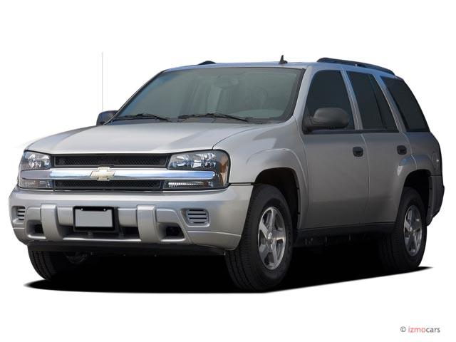 2006 Chevrolet TrailBlazer 4-door 2WD LS Angular Front Exterior View