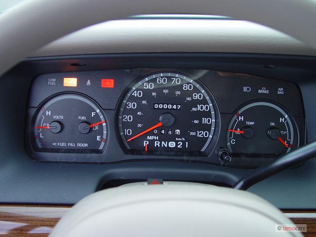 Image: 2006 Ford Crown Victoria 4-door Sedan Standard ...