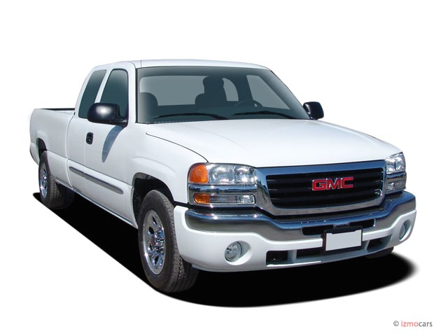 "2006 GMC Sierra 1500 Ext Cab 134.0"" WB 2WD SLE1 Angular Front Exterior View"
