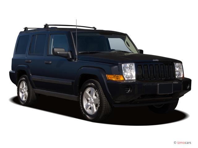 2006 Jeep Commander 4-door 2WD Angular Front Exterior View