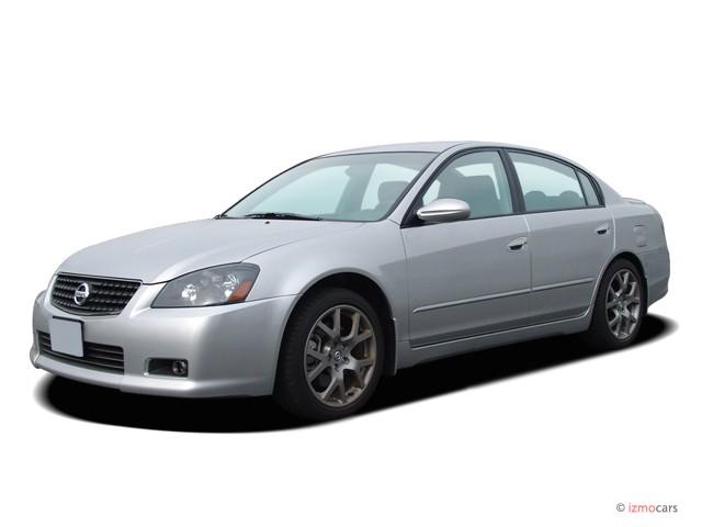 2006 Nissan Altima 4-door Sedan 3.5 SE-R Auto Angular Front Exterior View