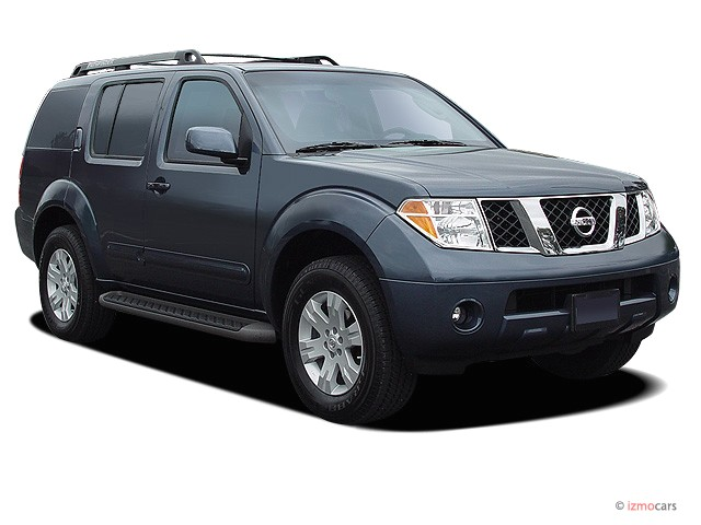 2006 Nissan Pathfinder LE 4WD Angular Front Exterior View
