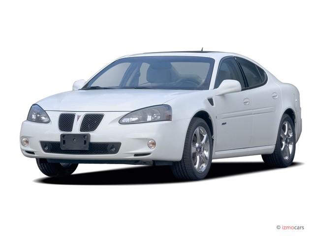 2006 Pontiac Grand Prix 4-door Sedan GXP Angular Front Exterior View
