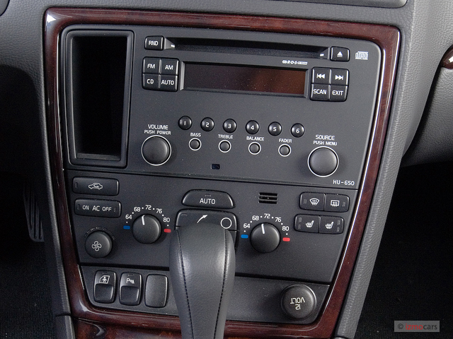 Image 2006 Volvo Xc70 2 5l Turbo Awd Instrument Panel