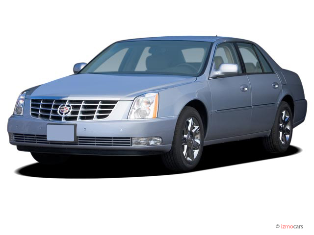 2007 Cadillac DTS 4-door Sedan Luxury II Angular Front Exterior View