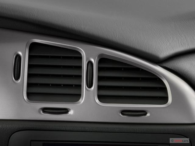 2007 Chevrolet Monte Carlo 2-door Coupe LS Air Vents
