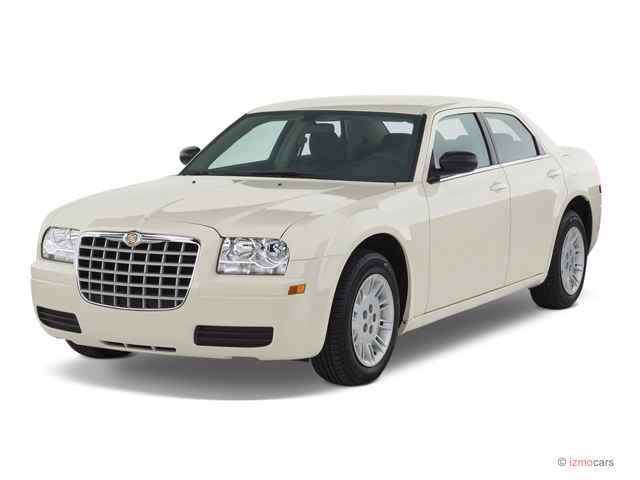2007 Chrysler 300-Series 4-door Sedan 300 RWD Angular Front Exterior View