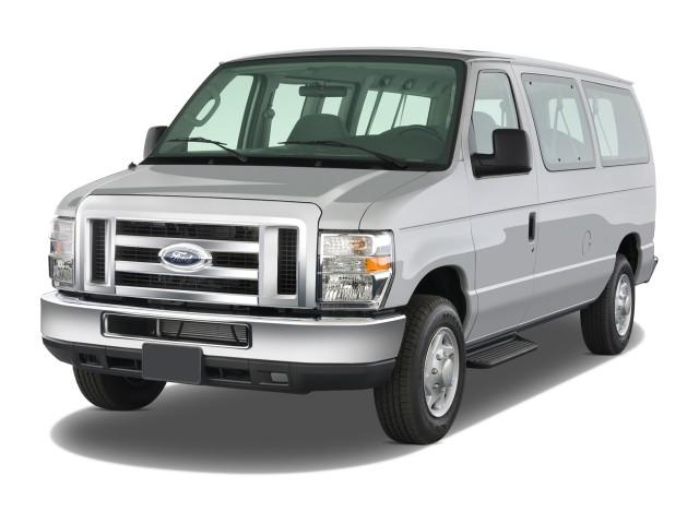 2008 Ford Econoline Wagon E-150 XLT Angular Front Exterior View