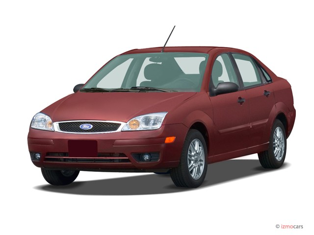 2007 Ford Focus 4-door Sedan SE Angular Front Exterior View