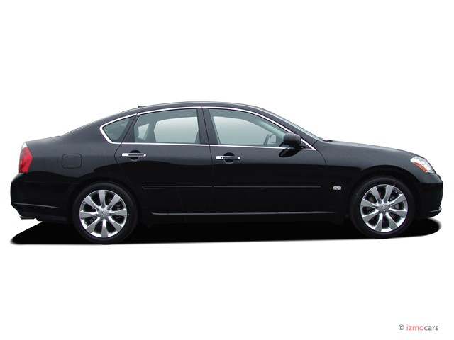 2007 Infiniti M35 4-door Sedan RWD Side Exterior View